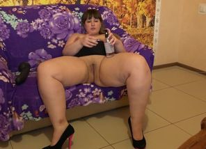 Yam-sized damsel wanks with a phat..