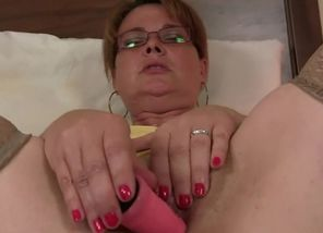 Aged mommy takes rock hard dick of..
