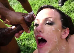 Honey in outdoor blowbang