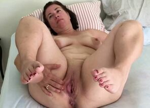 Plus-size cougar mature mommy round..