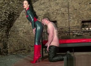 in catsuit wants jizm on her crimson..
